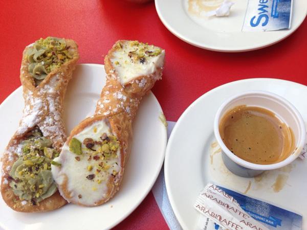 Petit dej en Sicile des cannoli